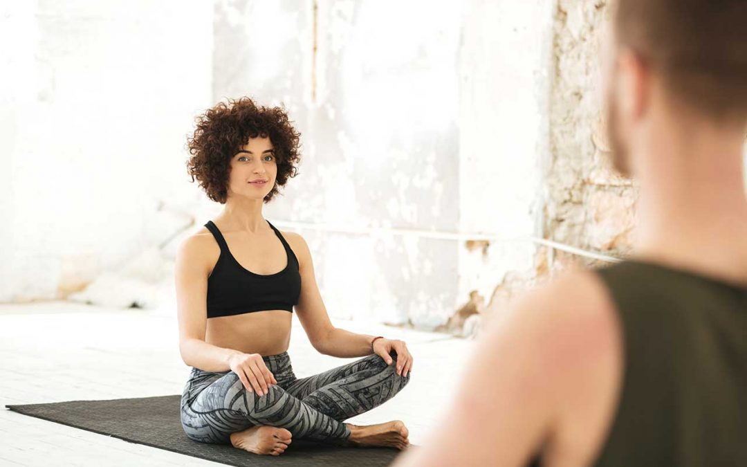How to Feel Comfortable in a Yoga Class